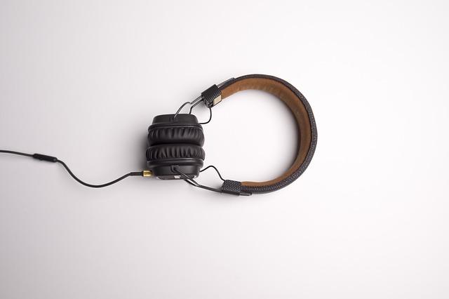 kožená sluchátka