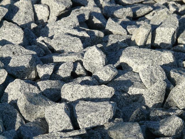 drcené žulové kameny