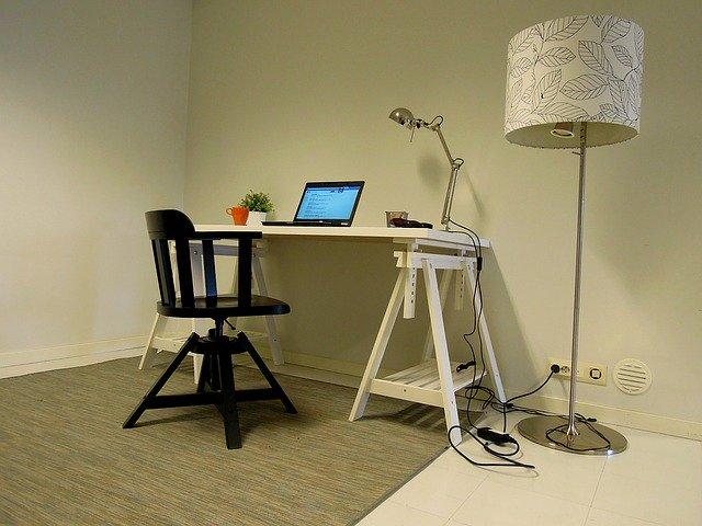 ponk předělaný na pracovní stůl