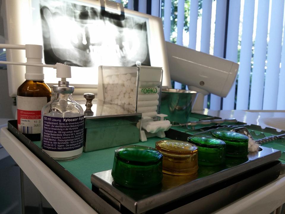 zubařský stolek